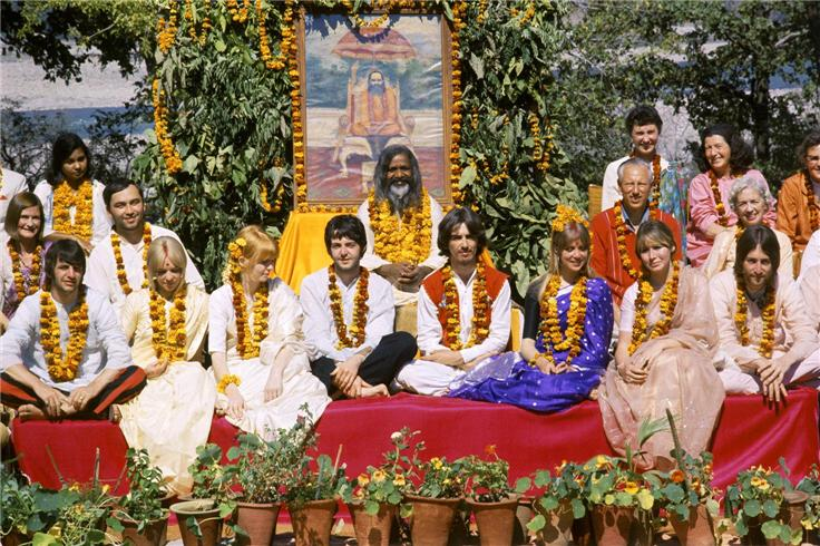 Maharishi Maresh Yogi and the Beatles in 1968